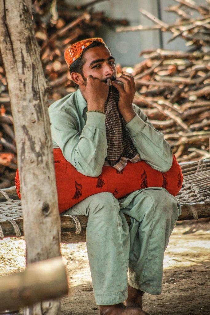 homme de culture maghrébine renconté en voyage